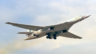 Русия се похвали с видео от първия полет на модернизирания ракетоносец Ту-160М