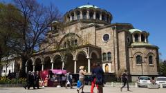 В София мият около черквите преди Великден