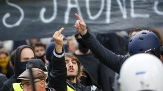Сблъсъци в Париж след военния парад