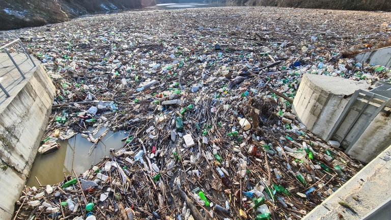 Река Струма осъмна с нови сметища