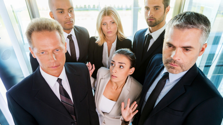 Неловкостта в асансьора е един от най-странните социални феномени на