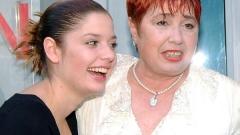 Алекс Сърчаджиева почита майка си с 2 годишнини