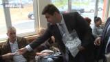 5000 хендсфрита раздадоха двама евродепутати