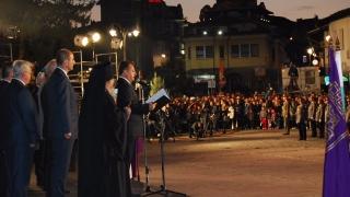 """С тържествена заря и """"Звук и светлина"""" завърши празничният ден във Велико Търново"""