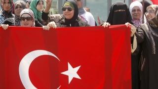 Реислямизацията в Турция е риск за България, предупреди Кирчо Киров