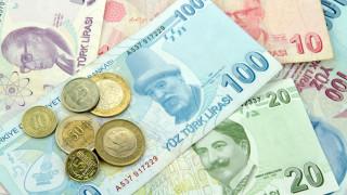 Нов исторически спад за турската лира. Валутата завършва най-лошия си месец от 2018-а насам