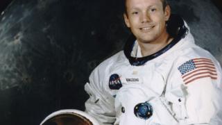 Почина Нийл Армстронг - първият човек на Луната