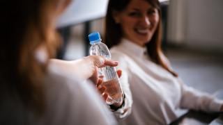 БЧК раздава вода в София