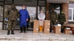 Военни дариха защитни средства на медици в Смолян