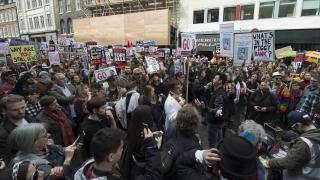 Протестиращи в Лондон поискаха оставката на Камерън