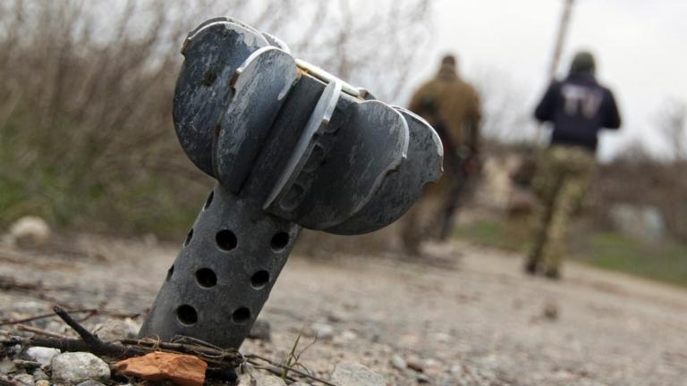 Донбаските сепаратисти изпратиха заредено с ескплозив детско самолетче в украинско село
