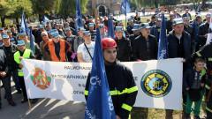 Пожарникари на протест срещу липсата на пари за службата и ниските заплати