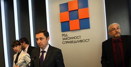 Близки до Цветанов замесени в международни имотни измами