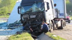 """Камион катастрофира при пътен възел """"Летище - Варна"""""""