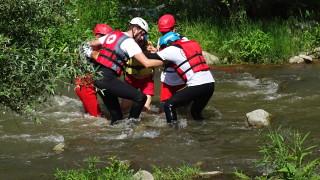 Доброволци на БЧК спасиха рафтъри в Струма при симулация
