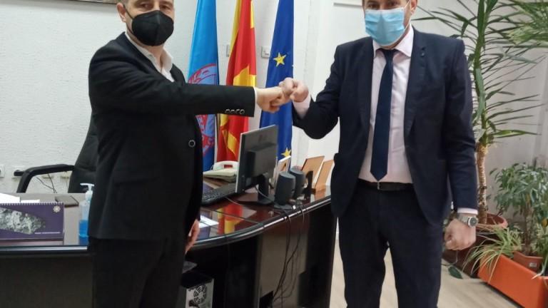 Посолството ни в Скопие дари хранителни продукти за 30 социално