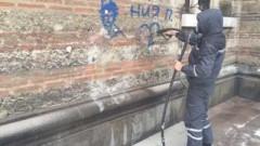 """Заличават графитите от фасадата на столичния храм """"Св. Седмочисленици"""""""