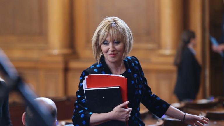 Манолова не отрича, но и не потвърждава слухове за кметския стол
