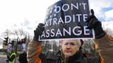 Лондон не трябва да екстрадира Асандж за политически обвинения, призова защитата