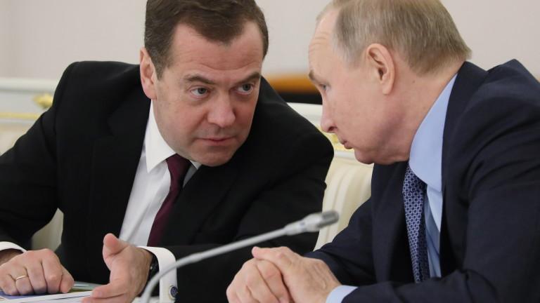 Дмитрий Медведев притежава остров с резиденция и риболовна база