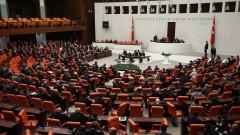 Турция с нощна милиция следи реда по улиците на страната