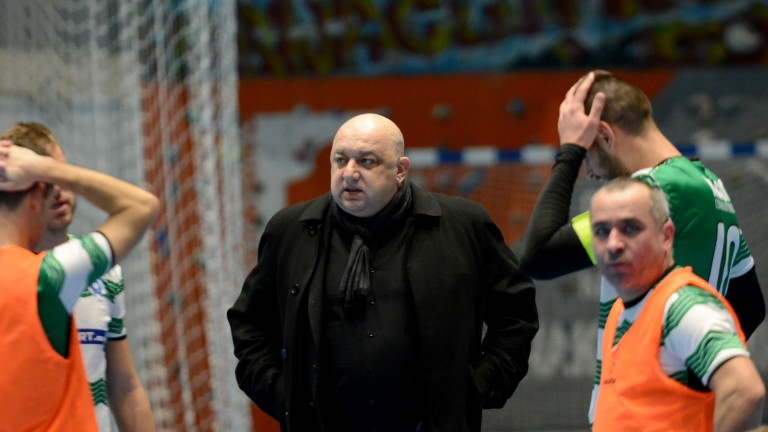 Министър Кралев изгледа мач от държавното първенство по футзал
