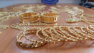 Митниците пускат на търг близо 13 кг златни и сребърни накити