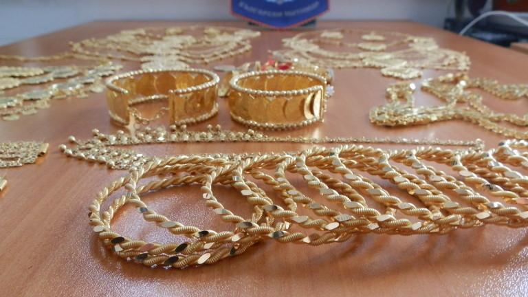 Задържаха над 1.5 кг контрабандни златни накити за над 100