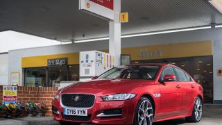 Колите започват сами да си плащат на бензиностанциите (ВИДЕО)