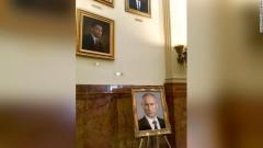 Саркастично срещу Тръмп: вместо негов портрет в Колорадо окачиха снимка на Путин