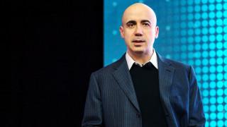Акциите на Xiaomi потъват, но руски милиардер още е на печалба с $1 милиард