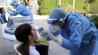 Бум на коронавируса в Кипър след сватби и партита, основно се заразяват младежи