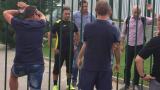 """""""Бултрасите"""" нахлуха на първата тренировка на Митов, треньорът отсече: Тръгвам си!"""
