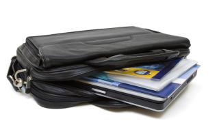 22-годишен върна намерен портфейл с карти, документи и пари в Пловдив