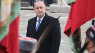 Радев: Пожари се гасят с оставки, раздаване на пари и отлагане, но не решават проблеми