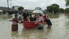 """Тайфунът """"Дамрей"""" уби 27 души във Виетнам"""