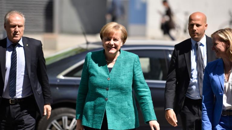 Коалиционен партньор на Меркел обмисля раздяла заради мигрантите