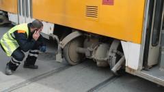 Повреда в стрелките и човешка грешка - вероятните причини за излизането на трамвая от релсите