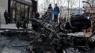 """Франция частично забранява протестите на """"жълтите жилетки"""""""