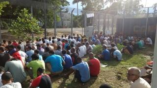 Папуа Нова Гвинея отлага с денонощие затварянето на бежански лагер