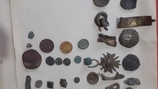 Заловиха иманяр, докато търси антики с металотърсач в Търново