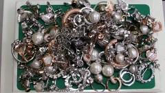 Задържаха над 6000 сребърни бижута в района на Дунав мост