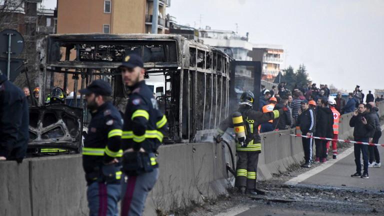 В Италия мъж се опита да похити автобус с около