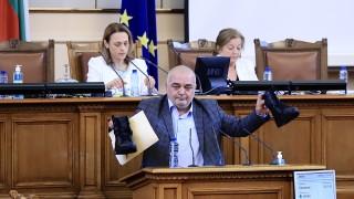 Депутатите за полицейското насилие - речи, определения и чифт кубинки на трибуната