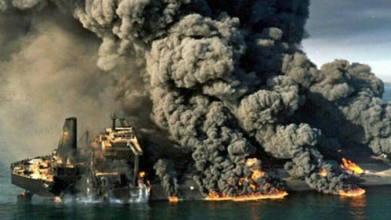 Горящият ирански танкер потъна