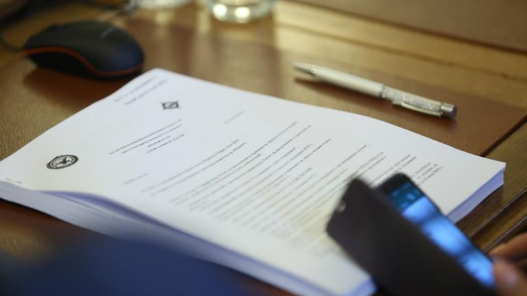 Властта пита Конституционния съд за независимия прокурор