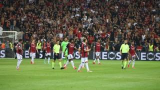 Скандал във Франция, прекратиха мача между Ница и Марсилия заради масово сбиване