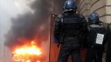 Напрежението в Париж ескалира, отново горят коли