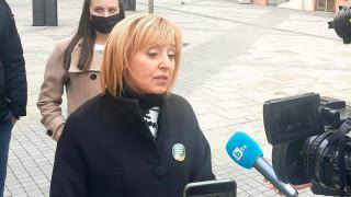 Манолова към депутатите: Стига партийни маневри, заемете се с проблемите на хората