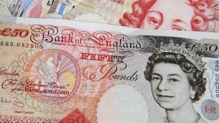 Паундът расте, доларът спада спрямо основните валути